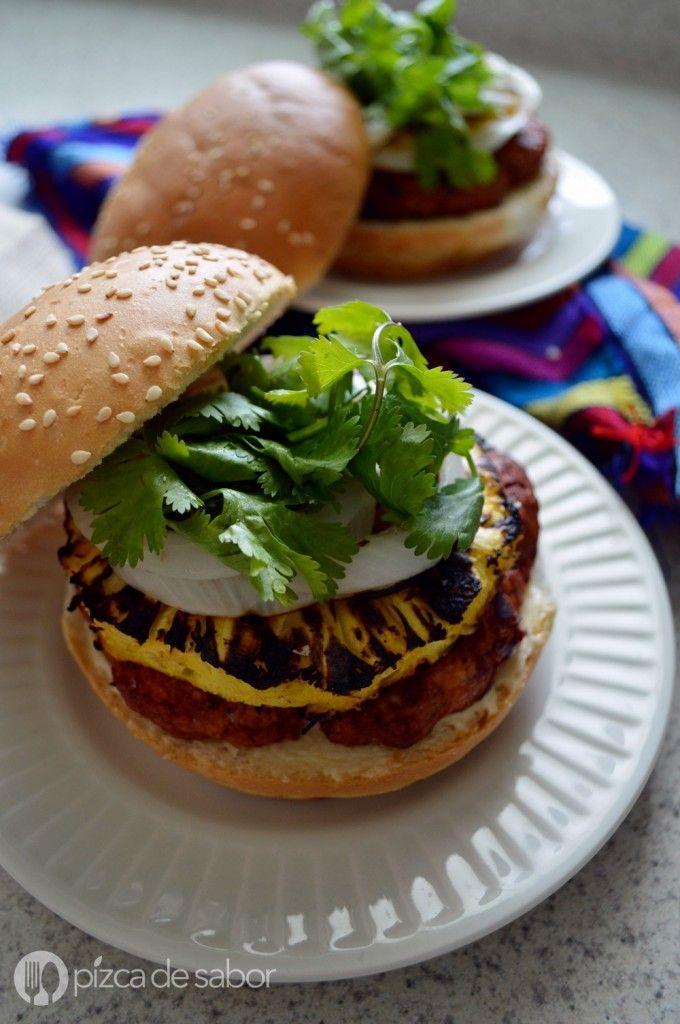 Hamburguesas  al pastor con piña asada | http://www.pizcadesabor.com