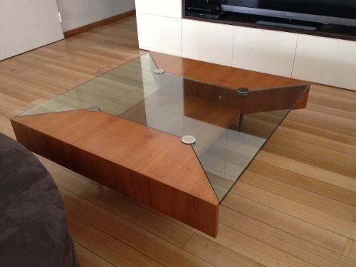 Imperdible mesa ratona de 1x1m de madera cerezo y vidrio for Mesa de madera con vidrio