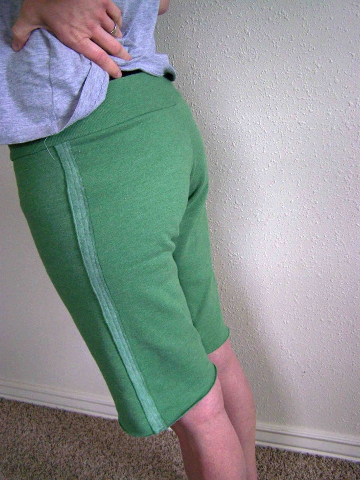 Tutorial: Lounge Shorts From a Sweatshirt: Shared, Sewing Shorts Tutorials, Comfy Shorts, Sewing Projects, Upcycled Shorts Sweatshirts, Sweat Shirts, Lounges Shorts, Diy Clothing, Recycled Sweatshirts