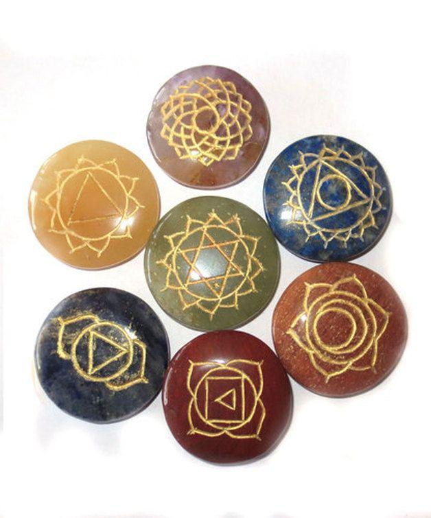 chakra steine set sie erhalten sieben scheibensteine runde form geliefert im schwarzen. Black Bedroom Furniture Sets. Home Design Ideas