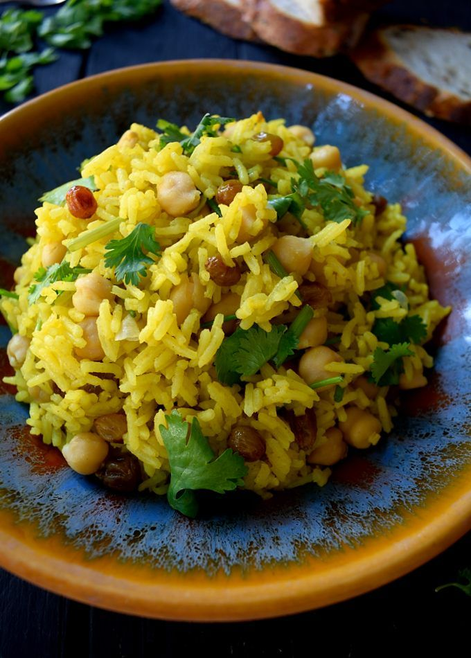 Vegan curried rice with raisins, cilantro and chickpeas is a simple and delicious dish that can be served as a side or main. This is a beautifully fragrant dish that will definitely make your neighbours jealous with the wonderful smells wafting from your kitchen.