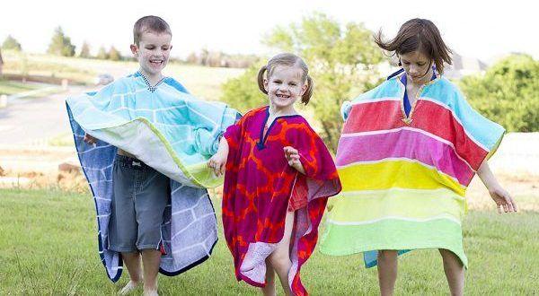 Como hacer un poncho de toalla para niños  https://www.todomanualidades.net/2017/01/como-hacer-poncho-toalla/