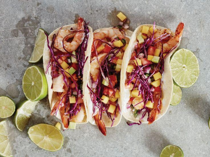 Envie d'un mets exotique? À la fois épicé et sucré? Essayez nos délicieux tacos aux crevettes épicées avec une succulente salsa à la mangue et à l'avocat.