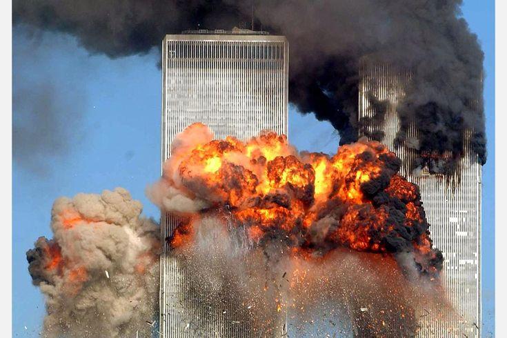 2001年9月11日,被劫持客機撞向世貿中心,並發生爆炸。
