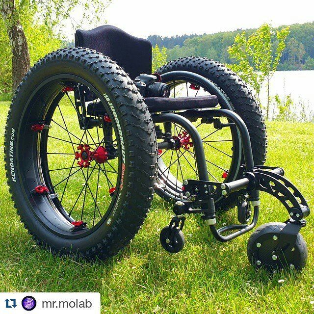 This thing rocks, and would be great for snow, sand and dirt and helping you #getbackinthemix. Check out @mr.molab doing some really cool stuff. #fattiresforall ・・・ #wcmx #outdoor #wheelchairtravel #molab #molabmobility #StrapOnWheelz #SmartWheel