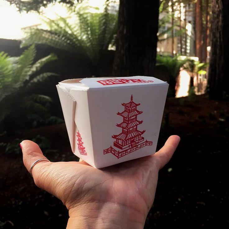 Passeggiando per San Francisco: Golden Gate Fortune Cookies Factory http://wanderlustblog.link/FortuneCookies