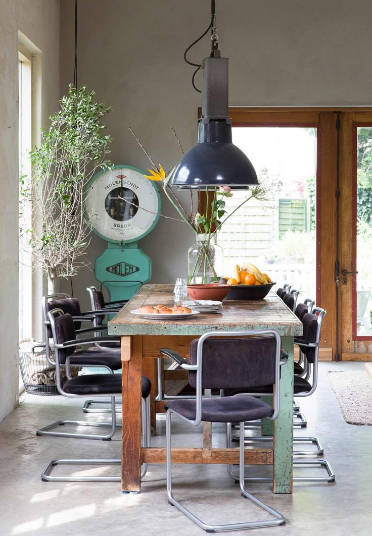 vintage eettafel | vintage diningroom | vtwonen binnenkijken special 2016 | photography: Anouk de Kleermaeker | styling: Esther Loonstijn