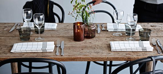 Dunin Towel Napkin lautasliinat näyttää ja tuntuu kankaiselta, mutta ovat itse asiassa papeeia. www.Duni.fi/