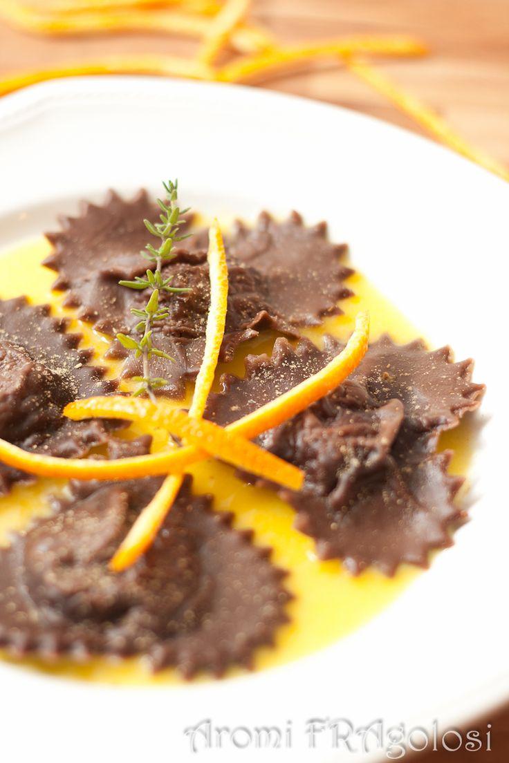 Ravioli al cacao con ripieno di gamberi e ricotta...un'ottima idea per San Valentino!