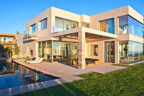 David And Victoria Beckham Malibu House. Love all the glass! Tons of natural light