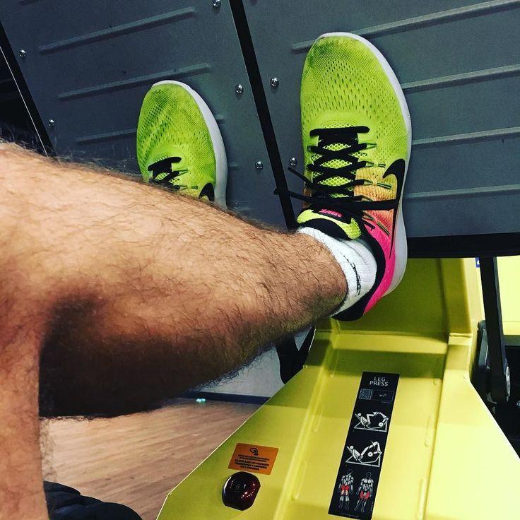 Segundo round do dia: Treino de pernas!! Por que eu quero chegar em junho voando!!  . #acordapracorrer #rumoapoa2017 #rumoapoa #42k #focanacorrida #rwbrasil #marcelocamargotreinamento #correrecompartilhar #brasilrunners #runitfast #euatleta #marathon #vccorrendo #corredoresamigos #viciadosemcorridaderua #endorfina #foco #vidadeumcorredor #vidadeatleta #worlderunners #instarunners #runnerscommunity #runningporai
