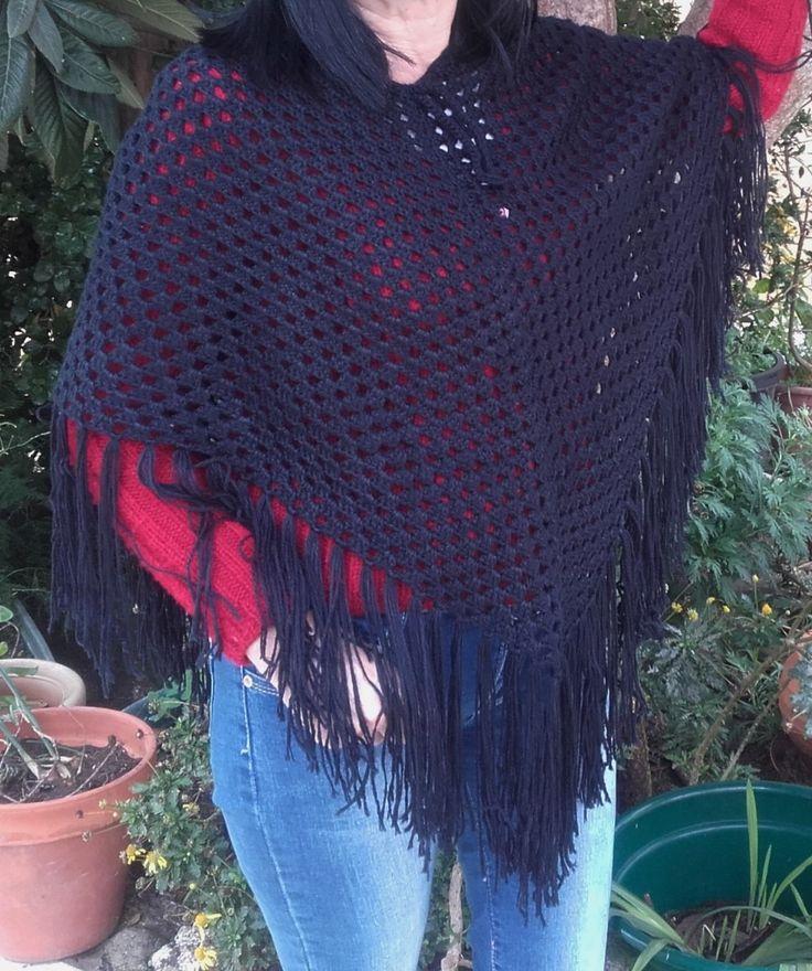 Poncho châle noir frangé, fait main - ref 181 : Echarpe, foulard, cravate par anita-vintage