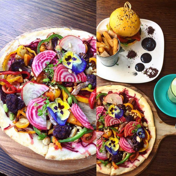 Who said pizza is bad for you? ✨😍✨ Not when it's this unbelievable cauliflower and pumpkin pizza from @thebutlersden_elwood 👌🙌🌱 ps. Check out my new Insta! @staywildveganchild ✨ #vegan #veganpizza #butlersden #thebutlersden #thebutlersden_elwood #veganmelbourne #melbournevegan #instafood #elwood #melbourne #matcha #burger #elwoodbeach #healthypizza #rainbow #foodart #govegan #veganismismagic