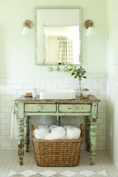 mueble de madera para bacha, canasto debajo