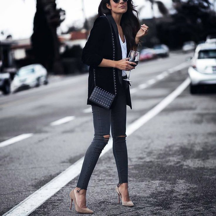 """710 Likes, 1 Comments - Lookastic (@lookastic) on Instagram: """"The chic way to style a white tee & skinny jeans via @lucyswhims #skinnyjeans #nudeheels"""""""