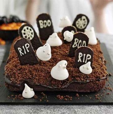 Prepare um pequeno cemitério de chocolate como sobremesa para esse Halloween! #halloween #receitas #comida #chocolate