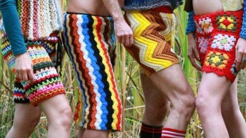 Nieuwe zomerrage voor mannen: gehaakte broeken