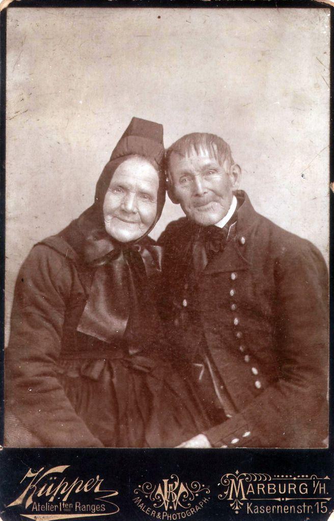 Altes Ehepaar aus Dreihausen, 1880er Jahre #Marburg #evangelisch