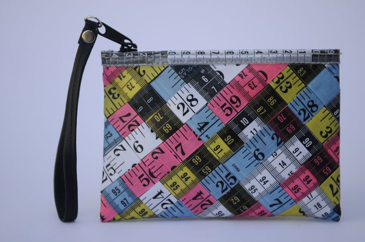 Small zip clutch using measuring tapes