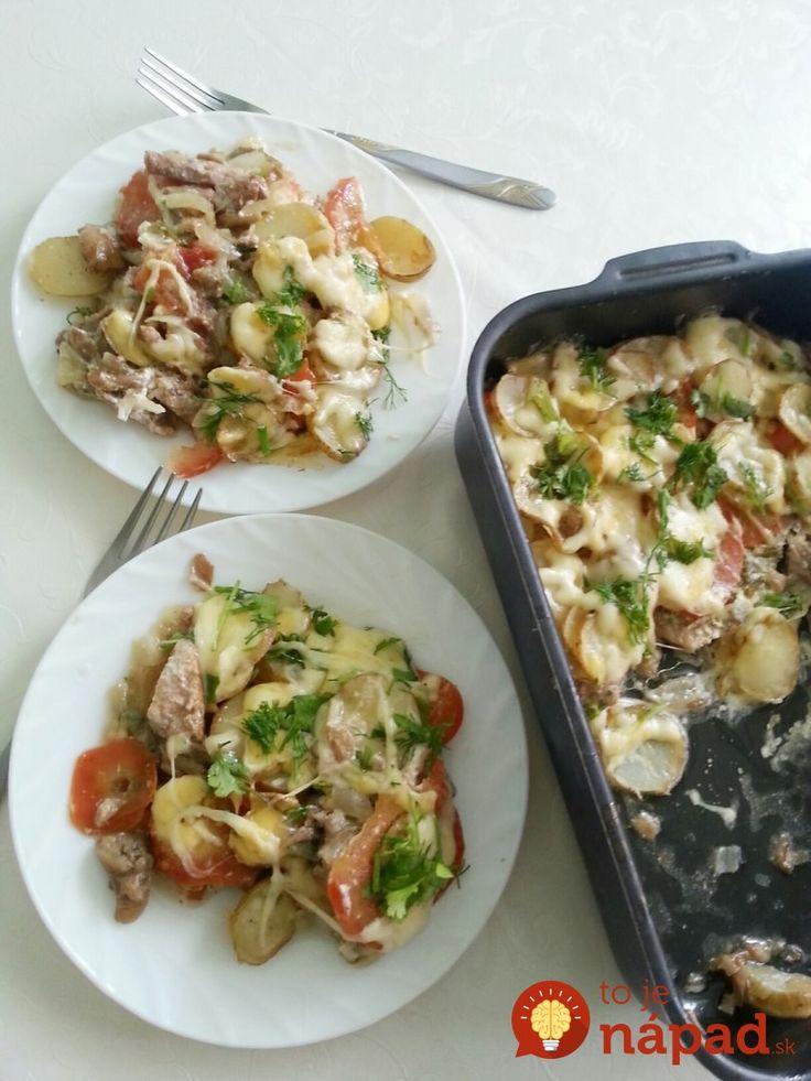 Rýchly, jednoduchý a fantastický obed, ktorý sa vám vždy vydarí. Šťavnaté mäsko aj prílohu pripravíte jednoducho - na jednom plechu.