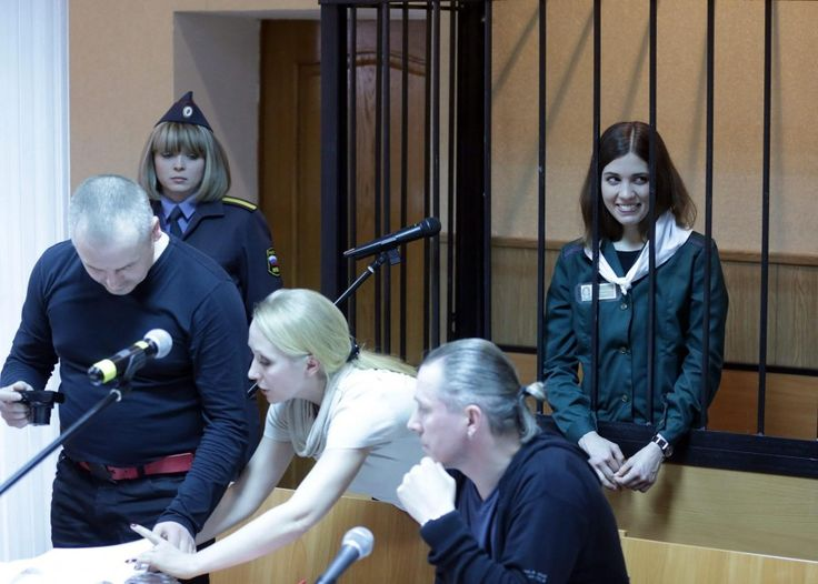 #PussyRiot, provocazione Nadia: sorrisi e sguardi dietro le sbarre