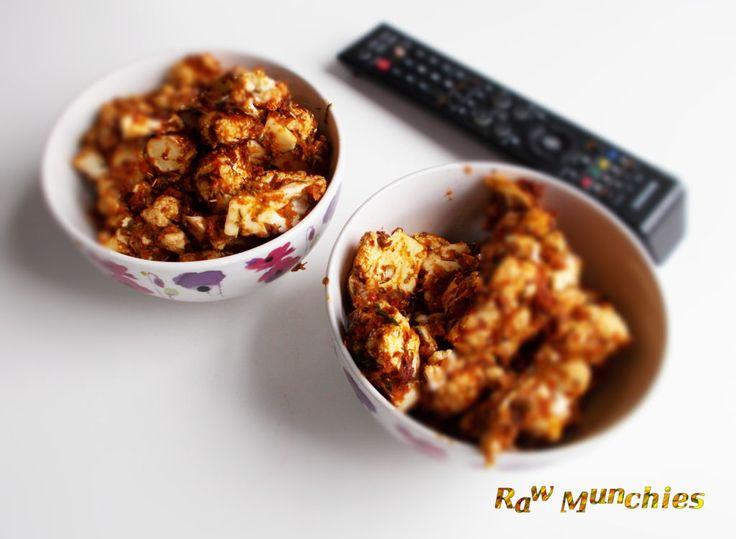 Raw Vegan Cauliflower Buffalo Wings | Rawmunchies.org | Raw Vegan Recipes #RECIPE: http://www.rawmunchies.org/recipes #Raw #vegan #rawvegan #glutenfree #buffalowings #buffalowildwings #cauliflowerbuffalowwings #rawveganchicken #chickenwings #veganbufalowings