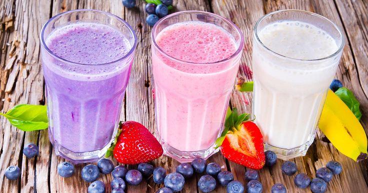 Smoothies de frutas com tapioca são bebidas refrescantes, saudáveis e deliciosas, excelentes para serem consumidas neste verão. São feitas com frutas frescas que podem ou não virem acompanhadas com iogurte, leite, água de coco, entre outras infinitas combinações.