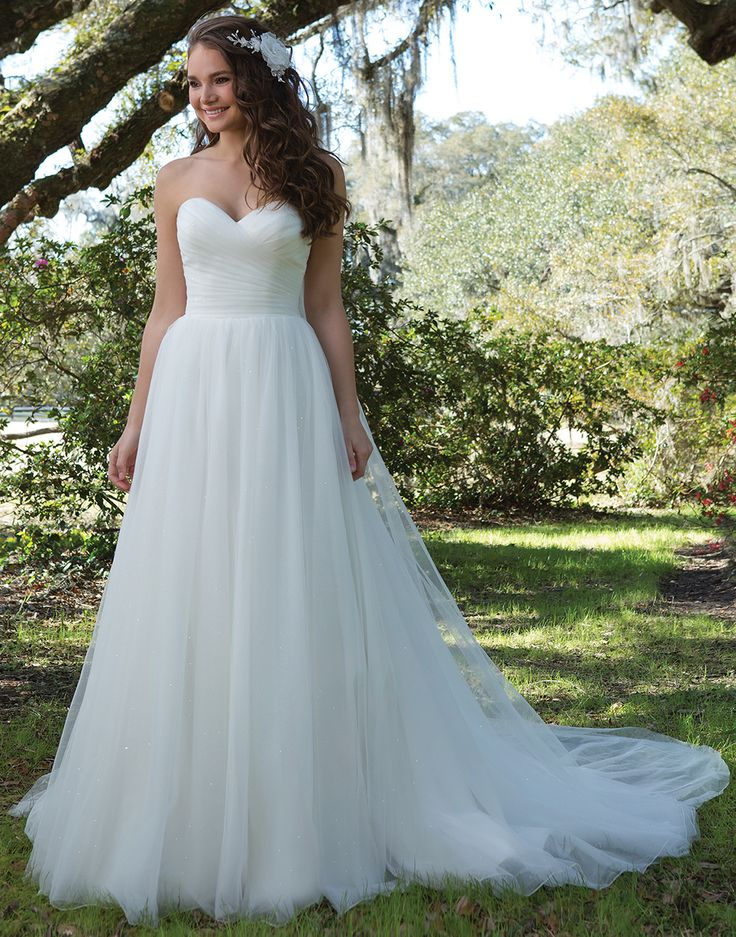 13 best Sweetheart Gowns images on Pinterest   Wedding frocks, Short ...