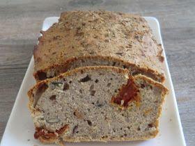 Un très bon cake salé à la farine de sarrasin aux tomates séchées,  anchois et graines de courge que j'ai grignoté toute la journée...  ...
