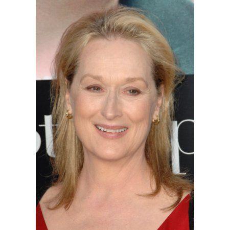 Meryl Streep At Arrivals For Julie & Julia Premiere Canvas Art - (16 x 20)
