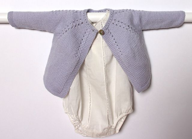 Nouveau ! En version française sur Ravelry !  Ravelry: 4 / Cardigan for baby pattern by Florence Merlin