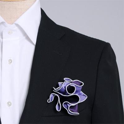 濃い紫と薄い紫、どちら色でも使えるシルク100%のリバーシブルポケットチーフ。挿す際の形を作りやすいリング付き。 Pocket handkerchief 100% silk that can be used on both sides (with ring)