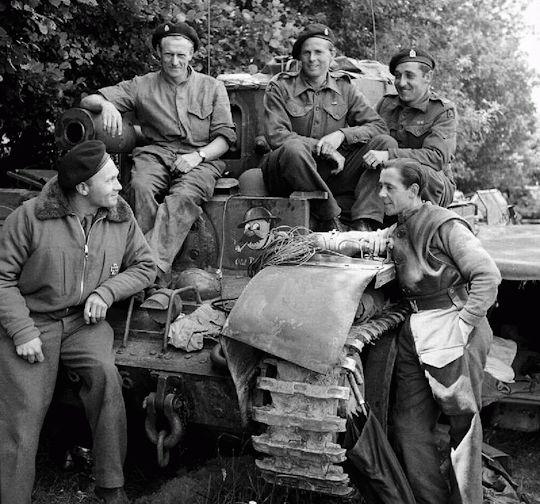 2257 Best Yank Tanks Images On Pinterest: The Crew Of A Cromwell Taking A Break Following Fierce