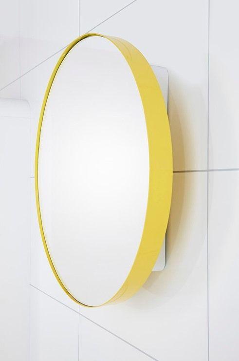 Om man har stort skåp under kan vi ha fin charmig spegel