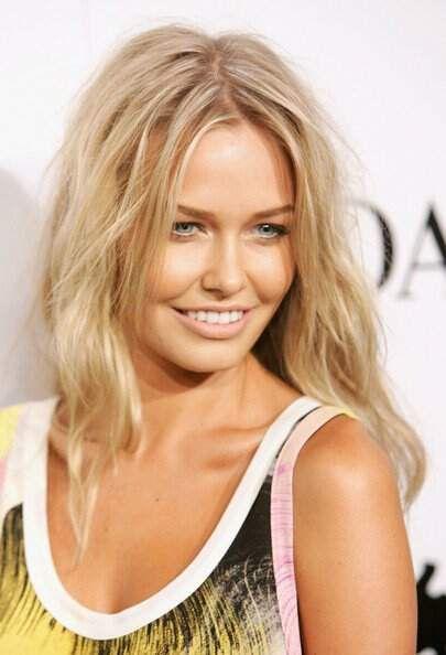 Blonde highlighted messy textured shoulder length hair lara bingle