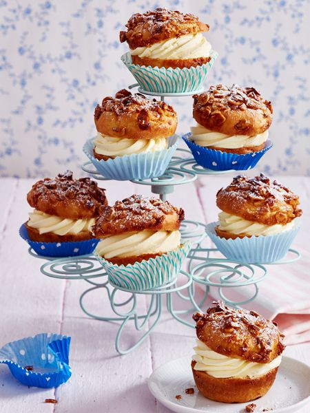 Bienenstich-Muffins. Mit Puderzucker bestäuben