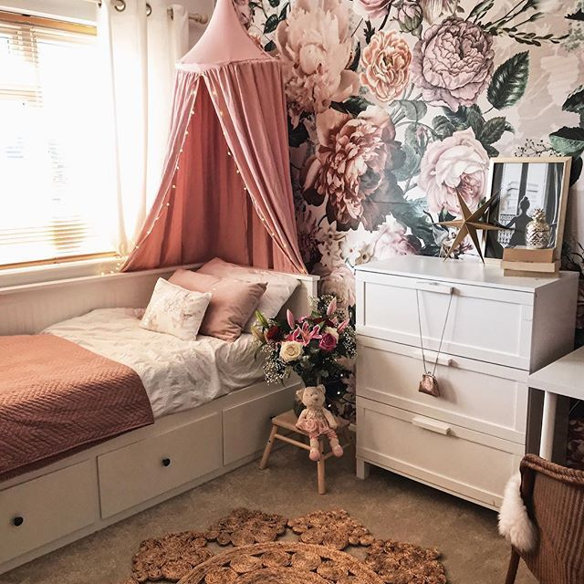Best A Large Floral Wallpaper Mural In A Girls Bedroom 640 x 480