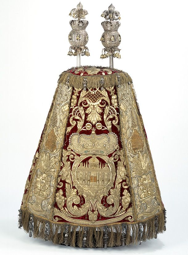 Torah  mantle and rimmonim, about 1675 and 1700, Dutch Republic. l Victoria and Albert Museum
