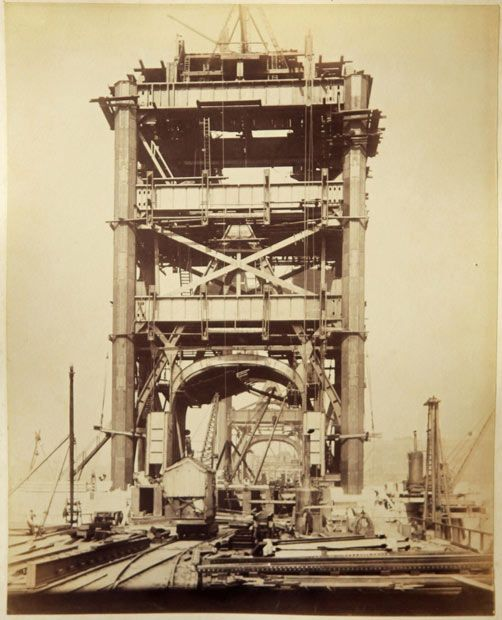 What a brilliant historical photo!!    Never before seen photographs of the construction of Tower Bridge being constructed have been unveiled after a stash of hundred-year-old photos were found in a skip.