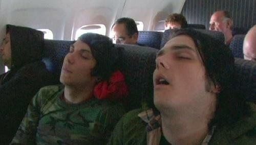 are gerard way and frank iero dating