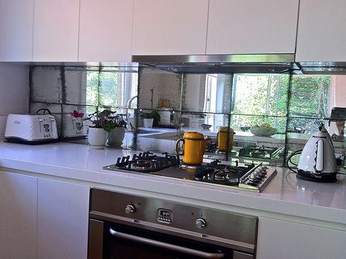 die besten 25 spiegelspritzer ideen auf pinterest haus interieurs k chen und k che farbschemata. Black Bedroom Furniture Sets. Home Design Ideas