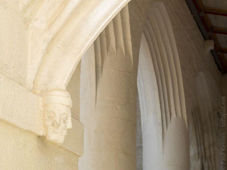 chapelle et calvaire de Quilinen à Landrévarzec  © Paul Kerrien  http://toilapol.net #Finistere #Bretagne