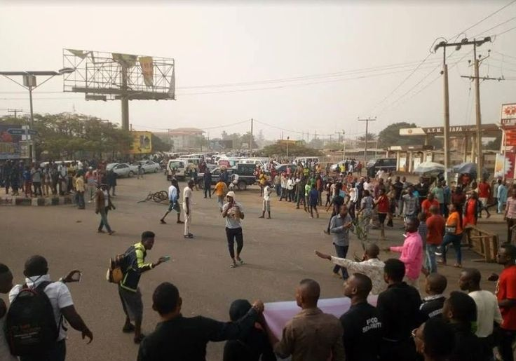 Benue State Governor Samuel Ortom was yesterday stoned by aggrieved youths protesting the killing perpetrated by Fulani herdsmen in the state according to a report byDailyPost.  The Governor it was gathered was pelted with stone and other objects after he arrived the Wurukum roundabout in Makurdi the state capital where the aggrieved youths were protesting the killing of their people by the herdsmen.  After booing the governor for his inability to curb the incessant killings by the herdsmen…