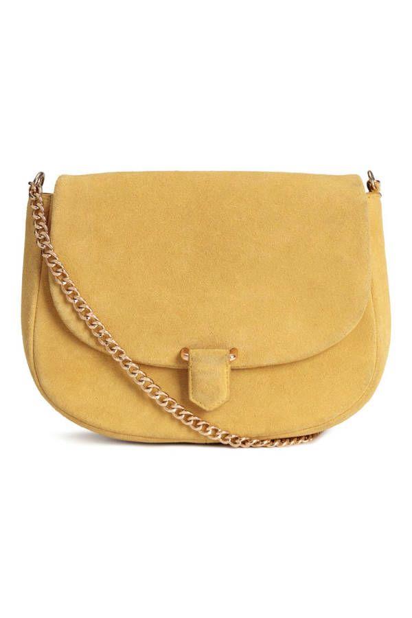44807acb49c5 Voici les 30 plus beaux sacs repérés chez Zara, Mango et H M en 2019   Sacs    Bags   Pinterest   Sac jaune, Sac et Sac cartable