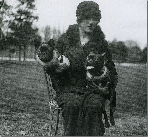French Bulldogs: Simone avec Lily et Zett, Avril 1913, Jacques Henri. Lartigue
