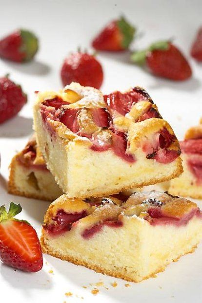Puszyste szybkie ciasto truskawkowe (można wykorzystać inne owoce)