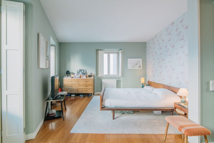 HomeLovers: bedroom full of light
