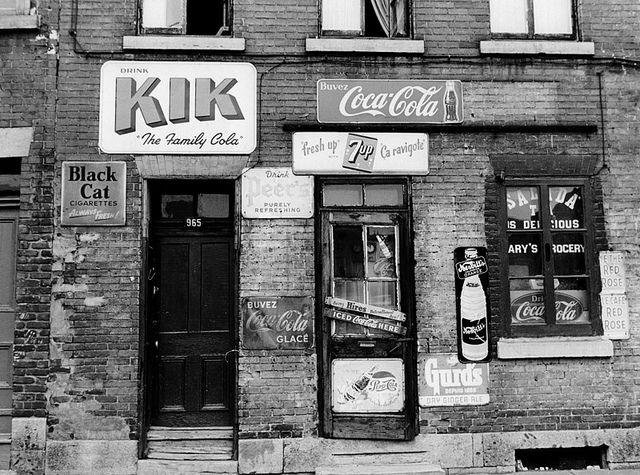 Dépanneur au 965 rue Plessis à Montréal. le 4 octobre 1974. Archives photos La Presse, photographe inconnu. Copie Papier