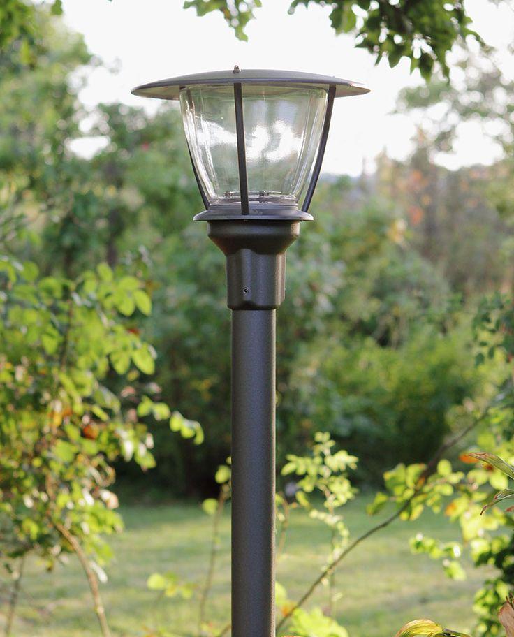 Noon er en lampeserie med myke og litt landlige former i en versjon til vegg og flere frittstående. Noon gir lys som effektivt lyser opp området rundt og er perfekt for åpne miljøer.