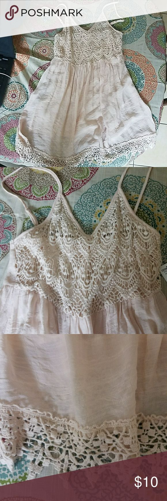 Cream colored dress with lace Cream colored dress with lace on the top and bottom. Dresses Mini